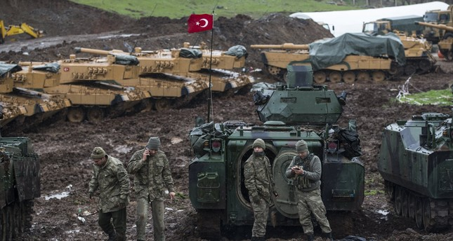 Turkish soldiers training with their tanks near Syrian-Turkish border, at Hatay, Turkey (Daily Sabah)